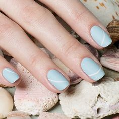 Mismatched Nail Art: Minimal Matte Nails