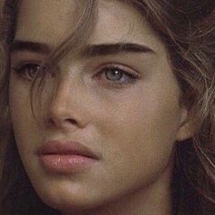 Brooke Shields circa The original beach babe. Beloved Film, Kristina Pimenova, Thick Eyebrows, Straight Eyebrows, Natural Makeup, Beautiful People, Perfect People, Hair Makeup, Instagram