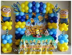 Balloon decoration minions/ Minions/ globos Minion Centerpieces, Balloon Decorations Party, Birthday Party Decorations, Minions Decorations, Minion Balloons, Its A Boy Balloons, Despicable Me Party, Minion Party, Ideas Decoracion Cumpleaños
