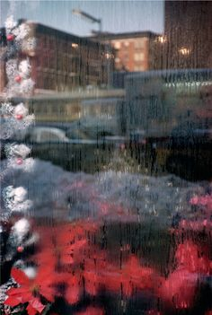 The photographs of Saul Leiter, who is the subject of a new film, depict gorgeous, poignant and fleeting moments in New York City. Saul Leiter, Photography Gallery, Fine Art Photography, Street Photography, Glamour Photography, Fashion Photography, Lifestyle Photography, Editorial Photography, Contemporary Photography