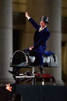 Awww, he didn't get to actually ride an elephant. =( Greatest Showman on IMDb: Movies, TV, Celebs, and more. Hugh Michael Jackman, Hugh Jackman, Yo Claudio, Pt Barnum, The Greatest Showman, Les Miserables, Great Movies, Movies And Tv Shows, Musical Theatre