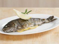 Forelle vom Grill ist ein Rezept mit frischen Zutaten aus der Kategorie Fisch. Probieren Sie dieses und weitere Rezepte von EAT SMARTER!
