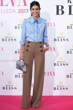 Get pumped because a new Latina royal is here to stun you with her amazing style. Alessandra de Osma, known as Sassa and born in Lima, Peru, is the Fast Fashion, Womens Fashion, Fashion Fall, Bluse Outfit, Looks Jeans, Moda Chic, Cool Style, My Style, Bridal Fashion Week