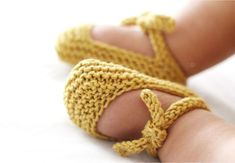 Knitted Baby Shoes - DIY Garter Stitch Ballerinas [ EASY Pattern & Tutorial ]