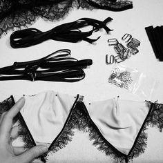 "257 Me gusta, 6 comentarios - Elma Lingerie (@elmalingerie) en Instagram: ""Pinning! #behindtheseams"" Fashion Line, Diy Fashion, Ideias Fashion, Fashion Design, Ropa Interior Boxers, Diy Bralette, Donia, Bra Pattern, Clothes Crafts"