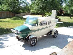 Graiglist Gold - Cessna 172 on a VW Bug chassis - Aviation Humor Volkswagen, Vw Bus, Weird Cars, Cool Cars, Crazy Cars, Cessna Aircraft, Cessna 172, Airplane Car, Aviation Humor