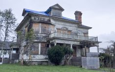 Over the years, the mysterious Flavel House has played host to a number of eerie residents, both human and spectral. From hoarders to hatchets, this house has seen it all. Old Abandoned Buildings, Abandoned Mansions, Old Buildings, Abandoned Places, Abandoned Castles, Most Haunted, Haunted Places, Seaside Oregon, Oregon House