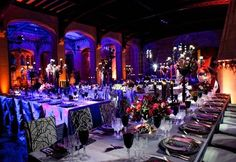 Are you having a Halloween wedding? Check out these Halloween wedding ideas for some stylishly spooky inspiration. Casa Halloween, Purple Halloween, Gothic Halloween, Halloween Themes, Halloween Weddings, Halloween Party, Halloween Wedding Receptions, Halloween Night, Happy Halloween
