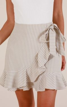 Showpo Come Closer skirt in beige stripe - 6 (XS) Skirts Estilo Rachel Green, Skirt Outfits, Casual Outfits, Pretty Outfits, Cute Outfits, Spring Outfits, Spring Summer Fashion, Cute White Tops, Pants For Women