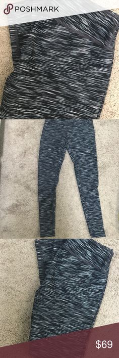 NWOT Zella Live In Leggings, Sz S These adorable Zella leggings are so cute for working out or just to wear as cute loungewear! I never wore them! I took the tags off and they have just been sitting in my closet. Zella Pants Leggings