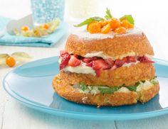A summer fruit bomb with fresh fruits. Grand Marnier, Summer Fruit, Salmon Burgers, Fresh Fruit, Sandwiches, Cake, Ethnic Recipes, Food, Fruit Pie