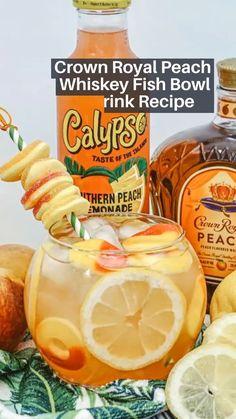 Alcoholic Drinks With Lemonade, Fun Summer Drinks Alcohol, Fruity Alcohol Drinks, Alcoholic Punch Recipes, Peach Drinks, Rum Punch Recipes, Lemonade Cocktail, Alcohol Drink Recipes, Frozen Drinks