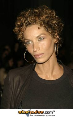 Risultati immagini per nicole murphy hair Shaggy Short Hair, Short Hair Cuts, Short Hair Styles, Curly Short, Short Curls, Long Weave Hairstyles, Curled Hairstyles, Nicole Murphy Hair, Afro