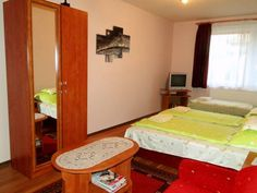 Vadr�zsa vend�gh�z Demj�n Located in Demj?n, a 10-minute walk from the town?s thermal bath and the town centre, Vadr?zsa Vend?gh?z offers self-catering accommodations with free WiFi and access to a garden with barbecue facilities. Free parking spaces are available on site.