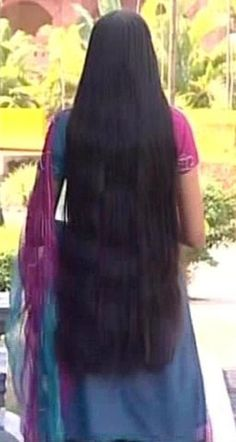 Indian Long hair girls added a new photo. Open Hairstyles, Bun Hairstyles For Long Hair, Permed Hairstyles, Braids For Long Hair, Long Indian Hair, Red Hair Woman, Long Black Hair, Super Long Hair, Hair Shows