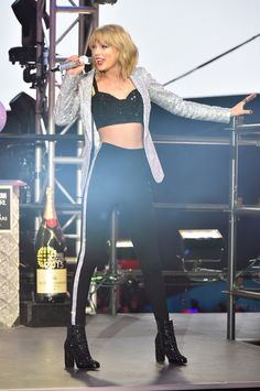 Taylor Swift performing at the New Years Rockin' Eve 2014!