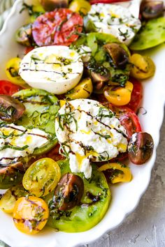 Tomato Burrata Salad is a variety of fresh garden tomatoes that are filled with sweet and tangy flavors topped with a rich blend of burrata and drizzled with balsamic glaze! Healthy Cooking, Healthy Eating, Cooking Recipes, Jai Faim, Burrata Salad, Vegetarian Recipes, Healthy Recipes, Soup And Salad, Food Inspiration