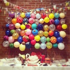 balloons table backdrop!  | www.partyista.com