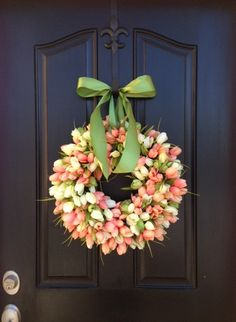 8 Spring Wreaths You'll Love | @Laura Trevey @ Bright Bold & Beautiful