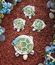 Mosaic Family Steppingstones The Lakeside Collection Mosaic Garden, Garden Art, Glass Garden, Cute Turtles, Sea Turtles, Turtle Homes, Mosaic Stepping Stones, Tortoise Turtle, Shell