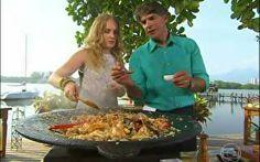 Chef renomado, Olivier Anquier prepara arroz de frutos do mar
