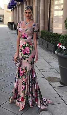 Floral evening dresses on Amber Heard style Elegant Dresses, Pretty Dresses, Beautiful Dresses, Formal Dresses, Dresses Dresses, Wedding Dresses, Floral Fashion, Fashion Dresses, Evening Dresses