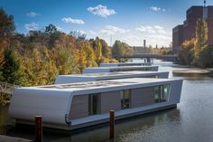 Find home projects from professionals for ideas & inspiration. Floating Homes by Floating Homes GmbH Floating Architecture, Architecture Design, Building Concept, Building Design, Lakefront Property, Water House, Unusual Homes, Floating House, Sustainable Design