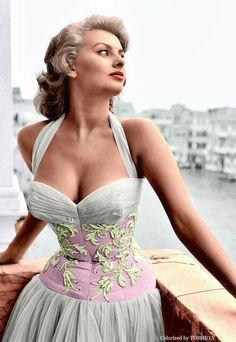 Beautiful Sophia Loren !