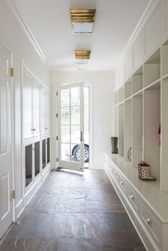 10 pretty + practical mudroomsbecki owens b l o g casas, cua Mudroom Laundry Room, Best Floor Tiles, Built Ins, New Homes, Decoration, Home Decor, Bootroom, 7 Minutes, Room Ideas
