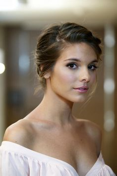 Caitlin Stasey is one of the most beautiful actresses I've ever seen. Love her features & coloring.