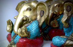 Ganesh de la Abundancia en Bronce con Piedras - CÓD. 744V #elefante #bronce #ganesh #hinduismo #hindu #ganeshbronce #lacatedraldelossueños Ganesha, Lion Sculpture, Fair Grounds, India, Statue, Hinduism, Abundance, Bronze, Rocks