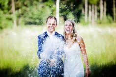 Bruidsfotografie champagne foto huwelijk Brabant. Foto door Marijke Krekels Fotografie