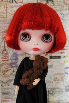 I love my red lipstick, black dress and teddy <3