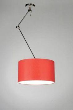 Candeeiros /sala de estar / quarto /sala de estar, sala de jantar cozinha . . Uma luminária pendente ajustável XXL. A armação é de aço e a lâmpada é selada por um abajur de tecido vermelho de um atelier holandês. A parte interna do abajur é branca para melhor espalhar a luz.   O braço extra longo é ajustável em altura. Uma luminária ideal para quem não possui o ponto de contato exatamente em cima da mesa, isso porque a luminária possui 3 dobradiças,   www.luminaria.eu  Sem custos custos de…