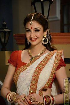 Saumya Tandon 10 Actress Saumya Tandon Gallery Indian Photoshoot, Saree Photoshoot, Indian Actress Images, Indian Actresses, Bollywood Fashion, Bollywood Actress, Deepika Hairstyles, Sarees For Girls, Bengali Saree