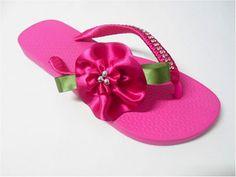 Sandálias decoradas passo a passo com flor de fitas . Olá! Aprenda hoje! como fazer