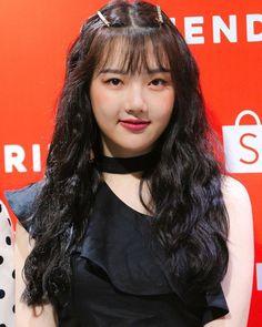 My Annoying Girlfriend Kpop Girl Groups, Korean Girl Groups, Kpop Girls, Extended Play, Annoying Girlfriend, Taehyung, Eye Of The Storm, Military Women, G Friend