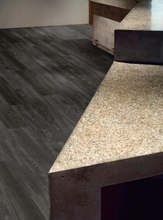 Tmavá dřevěná prkna - jedna z podob vinylové podlahy Expona, podlahy BOCA./ Dark wooden planks - one of the looks of Expona vinyl flooring. Grey Flooring, Vinyl Flooring, Floors, Dining Table, Interior, Commercial, Home Decor, Black, Gray Floor