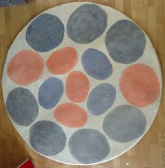 @Jamie Wise Wood shows off why pebble patterns will be oh-so-popular in your home! Learn how to create this custom #rug design, #DIY-style.