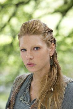 Katheryn Winnick (Lagertha Lothbrok) I am sooooooo doing this to my hair