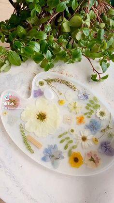 Epoxy Resin Art, Diy Resin Art, Diy Resin Crafts, Diy Artwork, Resin Artwork, Diy Resin Projects, Resin Tutorial, Resin Flowers, Handmade Furniture