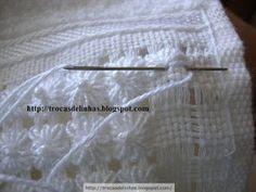 Trocas de Linhas: TOALHA DE ROSTO E LAVABO COM BAINHA ABERTA, CRIVO... COM PASSO A PASSO Drawn Thread, Thread Work, Embroidery Stitches, Embroidery Designs, Face Towel, Brazilian Embroidery, Macrame Patterns, Crafty, Sewing