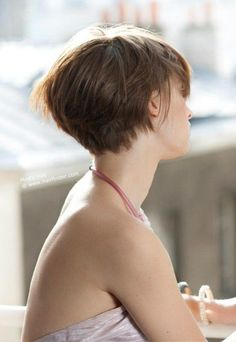 Bob Cut Back View LOVE BACK...NOT SURE WHAT FRONT LOOKS LIKE...HATE HAIR HANGING IN FACE!*****