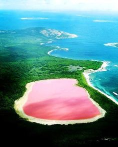 The only naturally pink lake in the world, Lake Hillier - Australia