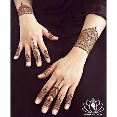"""""""There is beauty in simplicity. -Gail Lynne Goodwin  #henna #hennapro #hennainspire #toronto #torontohennaartist #hennatattoo #hennadesign #hennaartist…"""""""