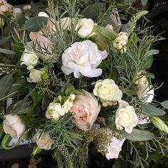 great vancouver wedding Bursts of the garden adorn our elegant arrangement, scented with eucalyptus and garden roses. @granvilleislandflorist #granvilleislandflorist #granvilleisland #vancouverflorist #weddingflowers #garden #scent #vancitybuzz #vancity by @granvilleislandflorist  #vancouverflorist #vancouverwedding #vancouverwedding