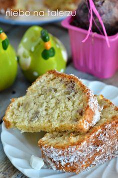 Wilgotna babka kokosowa, mokra, dość ciężka, szybka w przygotowaniu. Dodatek banana sprawia, że ciasto pozostaje długo świeże.