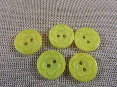 17pcs, Boutons fleurs, boutons rond résine, boutons jaune 15mm, boutons layette, lot de 17 boutons, boutons à trous, boutons de couture de la boutique ArtKen6L sur Etsy