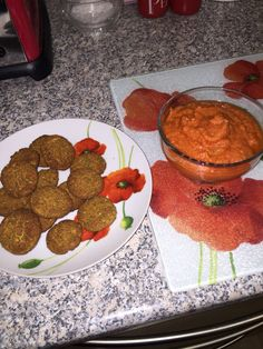 These are Slimming World (vegan friendly) falafel with a roasted red pepper hummus!!
