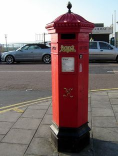 Brighton - an old Victorian postbox © Robert Bovington  http://bovingtonbitsandblogs.blogspot.com.es/ #Brighton #Sussex #Victorian #postbox